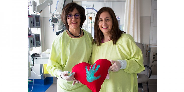 Martine Gagnon (left), Nursing Education Consultant in the Medical-Surgical Intensive Care Unit, and Pina D'Orve, Social Worker in the unit, display a pillow with the imprint of a deceased patient's hand, as requested by the patient's family.