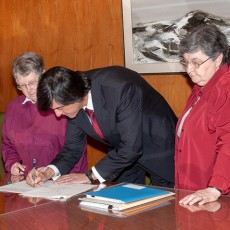Present at the ceremony to finalize the purchase of property from Les Soeurs de Sainte-Croix were (from left) Sister Annette Legault, JGH Executive Director Henri Elbaz, Sister Thérèse Lefrançois and JGH President Stanley K. Plotnick.