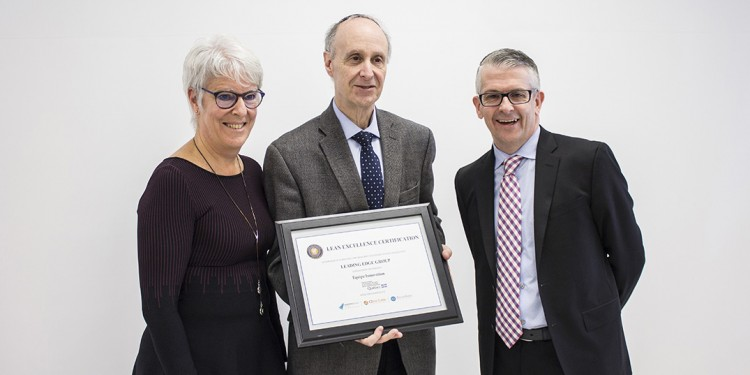 Joanne Côté, Director of Quality, Innovation, Evaluation, Performance and Clinical Ethics for CIUSSS West-Central Montreal, accepts the Innovation team's certificate from Dr. Lawrence Rosenberg (centre), President and CEO of the CIUSSS, and John Whelton, Vice-President of Operations of the Leading Edge Group.