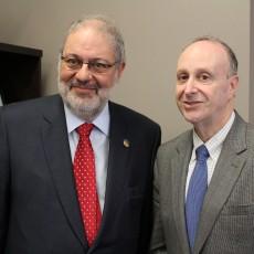 En mai, Pierre Arcand (à gauche), ministre de l'Énergie et des Ressources naturelles et député de Mont-Royal, a rencontré le Dr Lawrence Rosenberg.