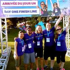De gauche à droite : Yee Fun Wong, Tommy Chan, Giulia Alberini, Elyse Moreault et Caroline Teske marchent à la mémoire de leur amie Katrina Teske, dans le cadre du Week-end Pharmaprix pour vaincre les cancers féminins 2014.