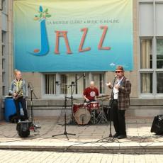 At the JGH Jazz Festival, organizer Bryan Highbloom introduces saxophonist Mette Rasmussen and drummer Chris Corano.