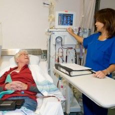 A patient undergoes hemodialysis in a JGH unit that will be relocated with the support of private donors.