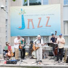 In one of his last performances before retiring, Bryan Highbloom (centre, with guitar), organizer of the JGH Jazz Festival, entertained patients, visitors and staff at the most recent edition of the festival.