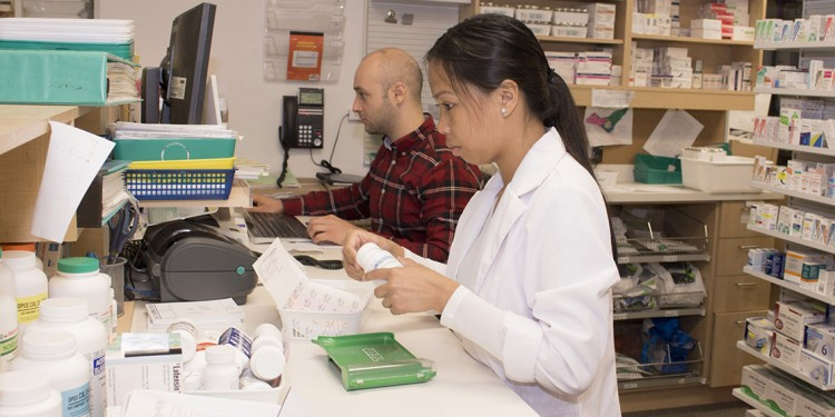 Votre pharmacien, comme celui au point de vente Proxim à l'Hôpital général juif, peut répondre à vos questions sur les moyens de vous débarrasser de vos médicaments.