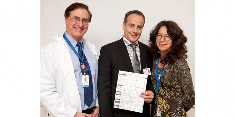 Dr Howard Chertkow (à gauche) et les coconcepteurs de l'Évaluation cognitive de Montréal — Dr Ziad Nasreddine, neurologue cognitif de Montréal, et Dre Natalie Phillips, chercheuse en neuropsychologie à l'Institut Lady Davis.