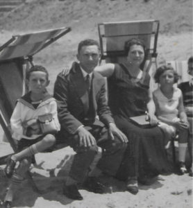 Naomi Weiss (right) on the beach in Tel Aviv in the late 1920s, with her brother Zvi (left) and her parents, Jacob and Rachel Tobiasz.