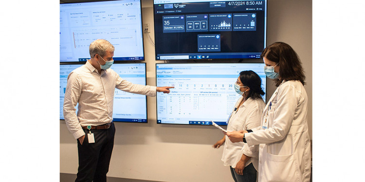 In the Command Centre at the JGH, (from left) André Poitras, Carol Viegas and Dr. Shannon Fraser review the latest data about where and how beds are being used in the hospital. With support from key managers (in directorates that look after the elderly, mental health, home care and rehabilitation), they also examine the ripple effect of bedflow on other healthcare and social services facilities in CIUSSS West-Central Montreal. (Click on this or any photo to enlarge it.)